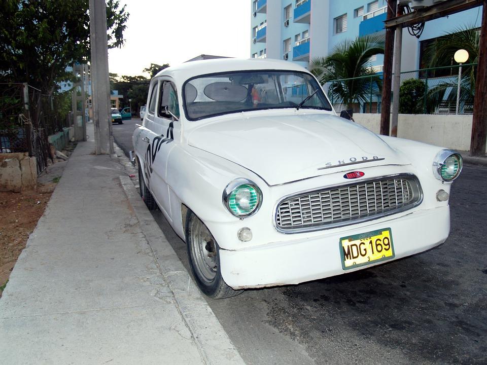 Opter pour la location de voiture pour explorer Cuba